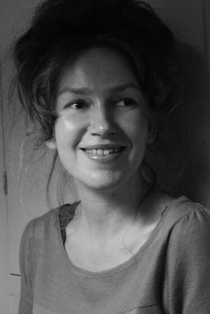 Dukra Justina Budraitytė (papuošalų dizainerė ir menininkė).