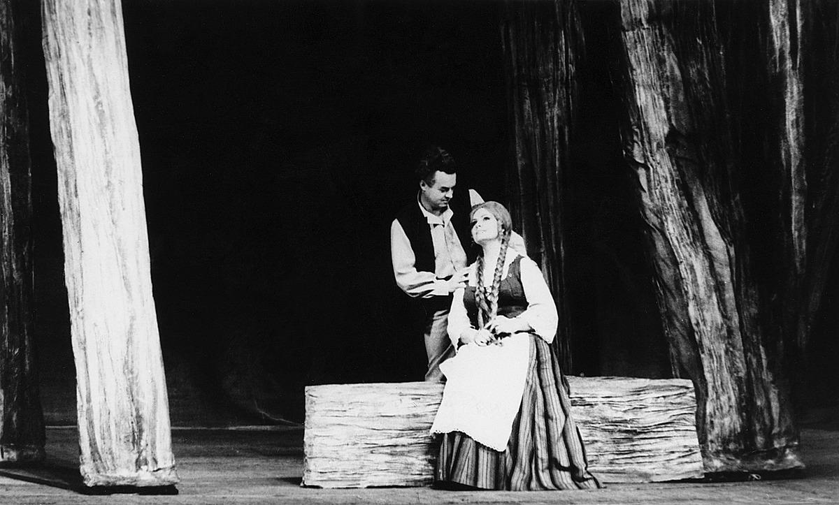 """Juliaus Juzeliūno opera """"Sukilėliai"""" Lietuvos valstybiniame akademiniame operos ir baleto teatre. Vilnius, 1977 m."""