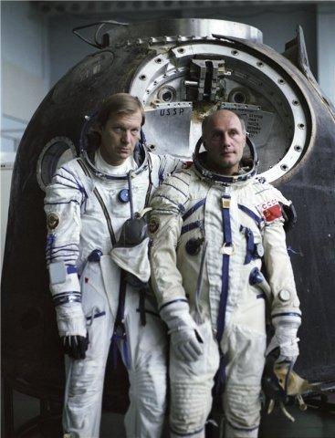 """Kadras iš filmo """"Grįžimas iš orbitos""""."""