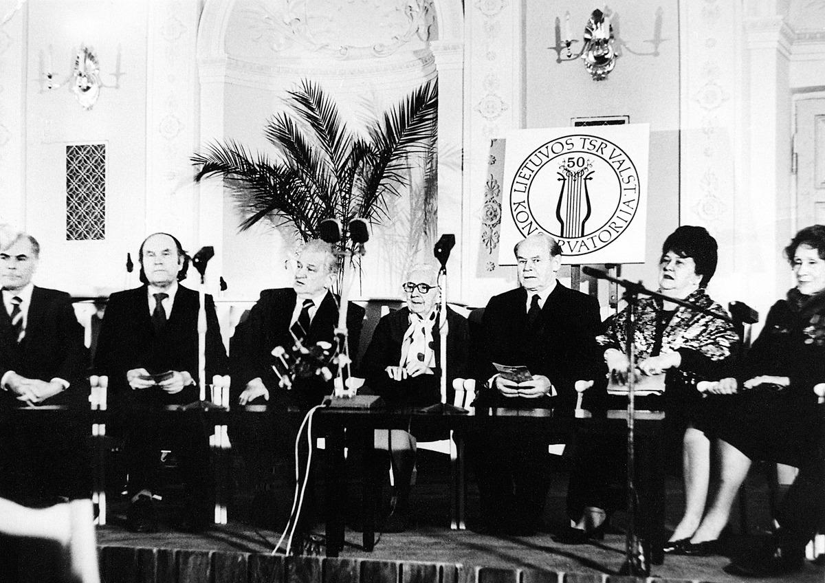 Minint Lietuvos valstybinės konservatorijos penkiasdešimtmetį Vilniuje, Menininkų rūmuose, 1983 m.