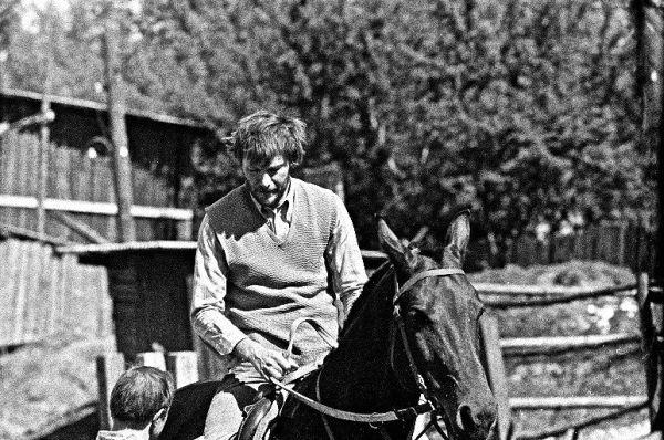 Ant arkliuko, besiruošiant vaidmeniui. 1969 m.