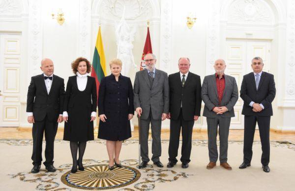 R. Adomaitis Lietuvos nacionalinės kultūros ir meno premijos laureatų apdovanojimų LR Prezidentūroje metu. 2015 m. vasario 15 d.