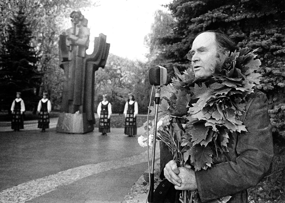 Julius Juzeliūnas - Kultūros barų žurnalo premijos laureatas. Druskininkai, 1984-ųjų spalis.