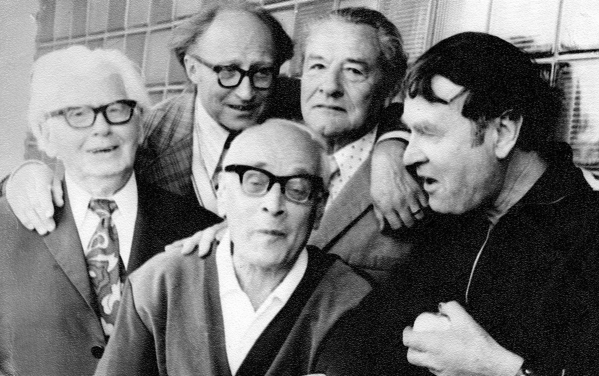 Tarp kolegų kompozitorių. Kairėje Julius Juzeliūnas, apie 1970 m.