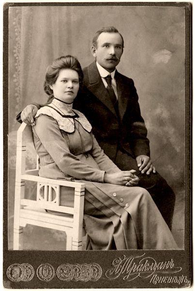 Dailininko tėvai Salomėja ir Adolfas Petruliai. 1913
