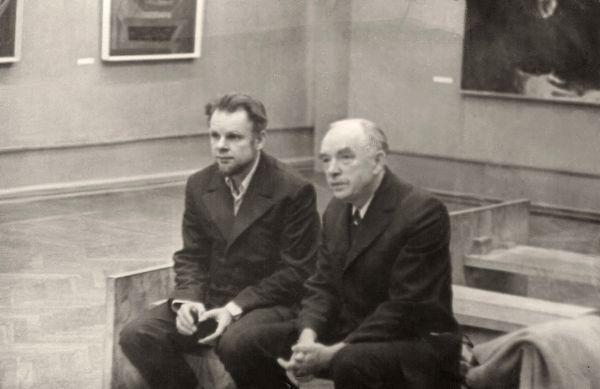 Su dailininku Vincu Kisarausku. 1974