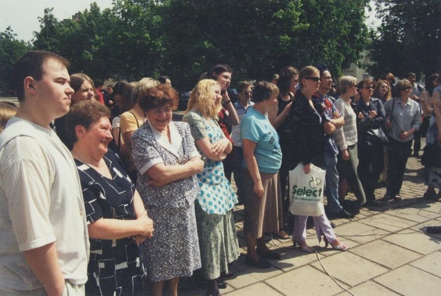 Aukcione dalyvavo ir administracija. Lituanistų dienos. 2001 m.