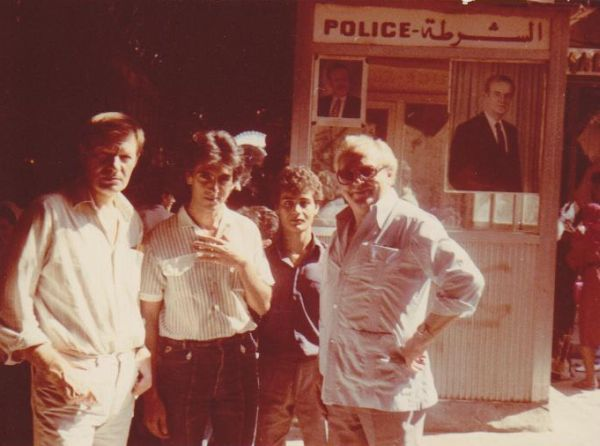 """Su filmavimo grupe Sirijoje, filmuojantis kino juostoje """"Artimųjų Rytų istorija"""". 1986 m."""