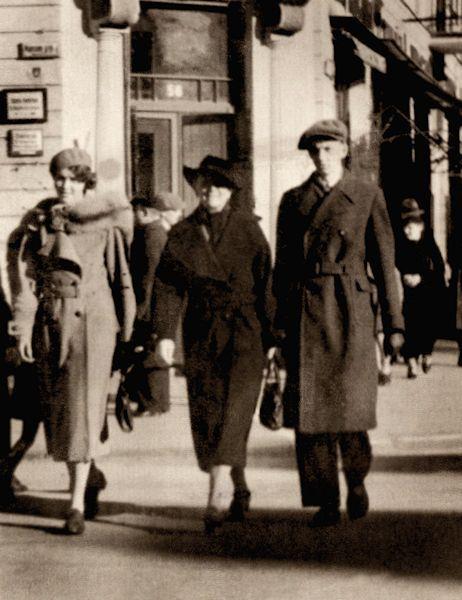 su dukterimi ir sunumi kaune apie 1938-1939a.jpg