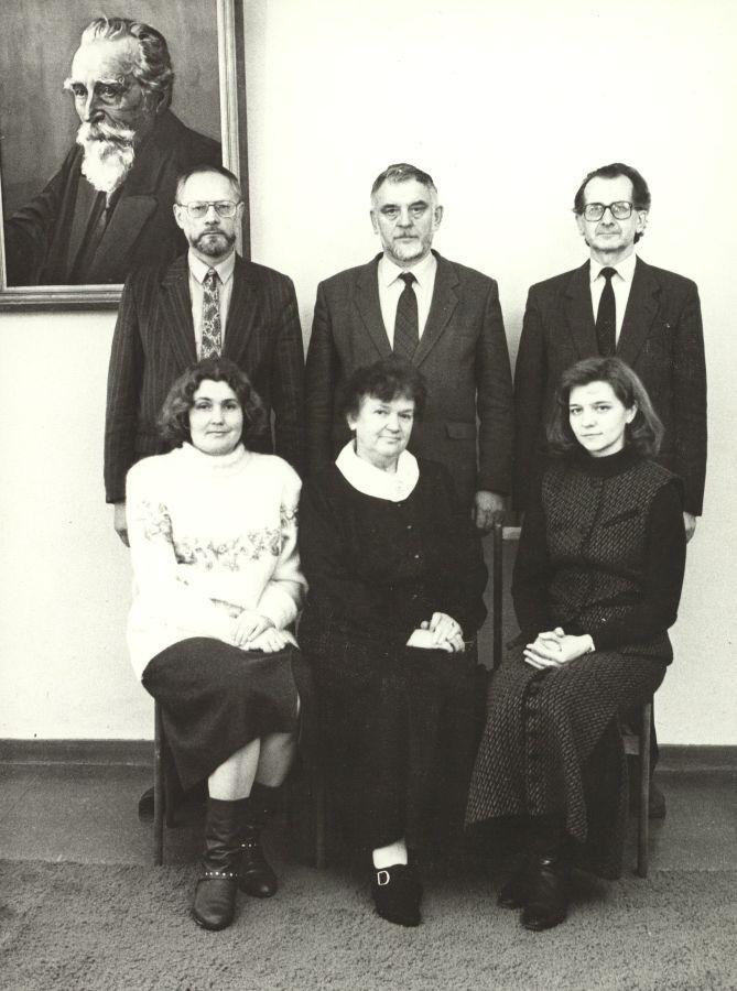 Tuometės Lietuvių literatūros katedros (dabar – Lietuvių ir lyginamosios literatūros katedra) kolektyvas. 1995 m.