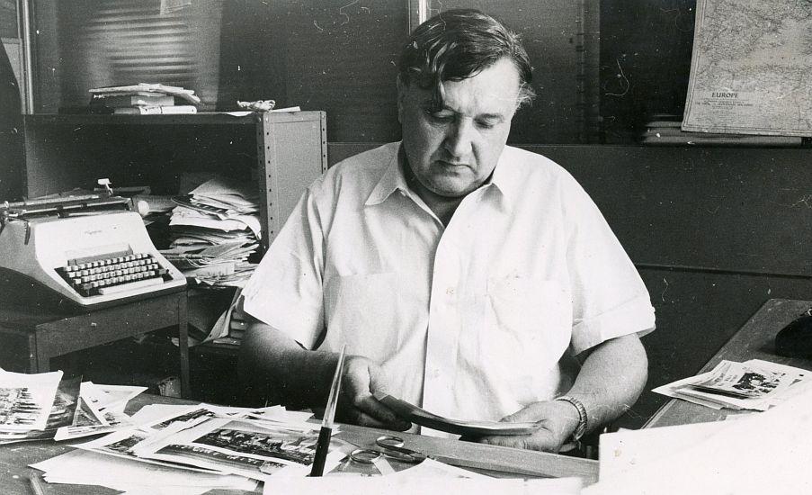 """Aloyzas Baronas LRD pirmininko pareigas ėjo nuo 1966 iki 1969 metų. A. Gulbinsko nuotraukoje – A. Baronas """"Draugo"""" redakcijoje."""