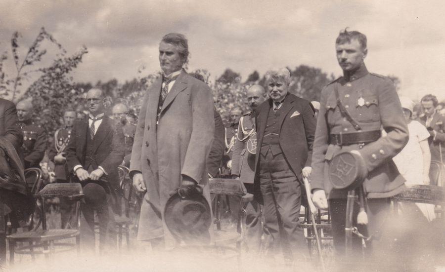 Prezidentas K. Grinius dalyvauja Lietuvos aviacijos šventėje. Atvirukas. 1926 m.