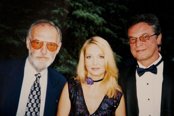 """Su kino aktore G. Baikštyte ir latvių kino aktoriumi I. Kalniniu Anapos (Rusija) kino festivalio """"Kinošokas"""" metu. 2001 m."""