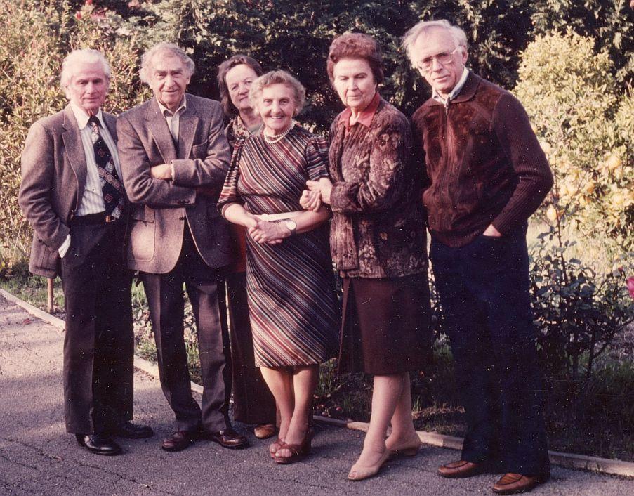 Iš kairės: Edmundas Arbas, Bernardas Brazdžionis, Česlovas Grincevičius, Alė Rūta, Aldona Brazdžionienė, Bronė Kojelienė ir Juozas Kojelis, Kalifornija.