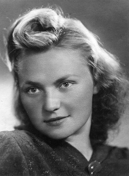 Dailininko žmona Ona Bagdonaitė (Petrulienė). Apie 1950 m.