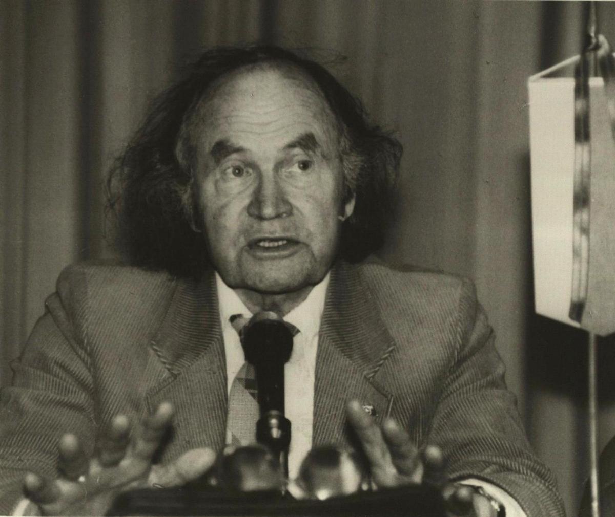 "Julius Juzeliūnas ""Eltos"" forume, 1989 m."