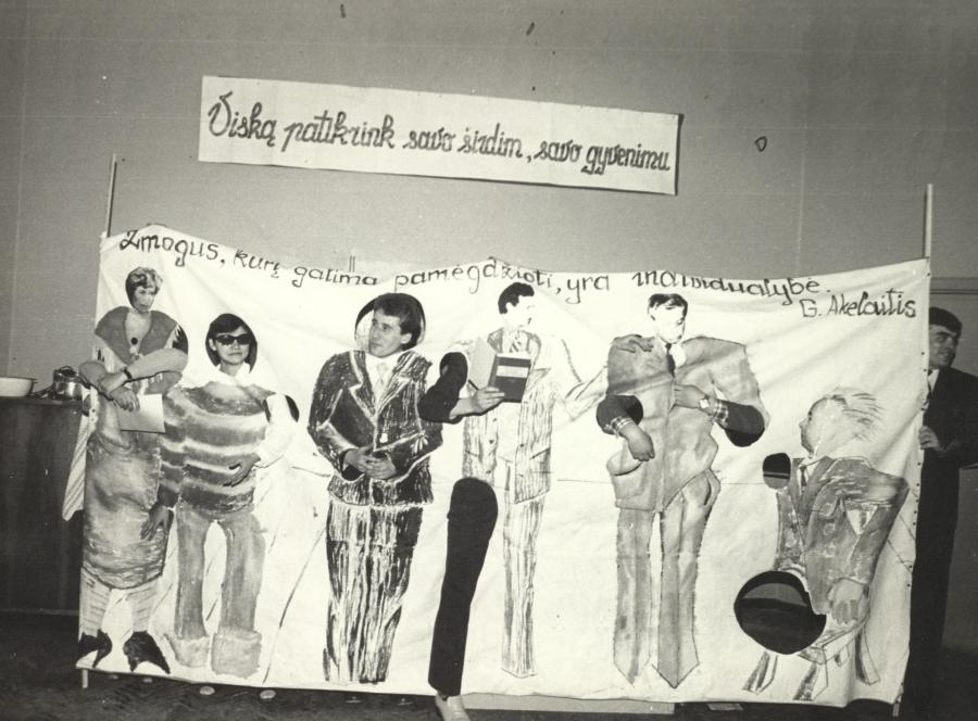 Tuomečio Lietuvių kalbos ir literatūros fakulteto studentų šventinis renginys. 1983 m.