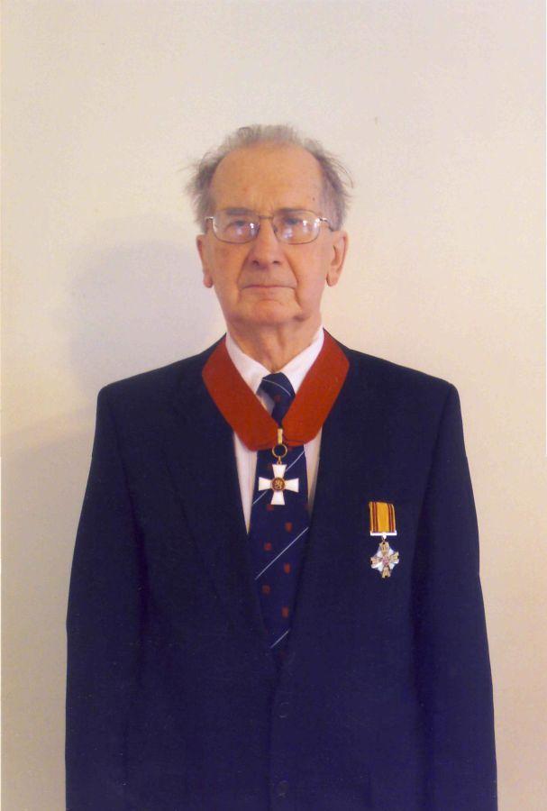 Stasys Skrodenis. Su Suomijos Liūto riterių Komandoro ordinu. 2008 m.