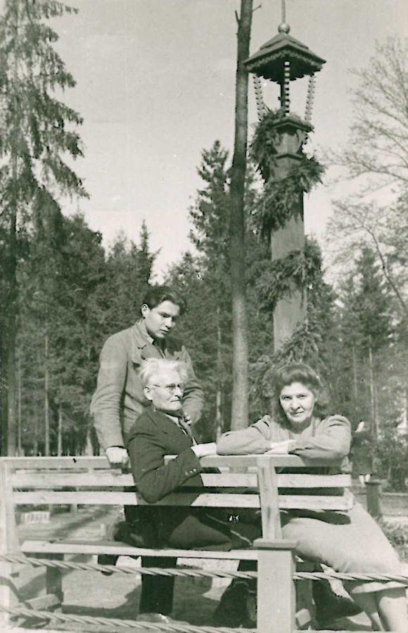 K. Grinius su žmona Kristina ir sūnumi Liūtu Vokietijoje. Muna bei Dieburgas, 1946 m.<br />