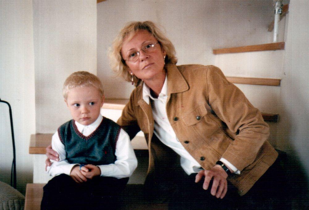 V. Žalakevičiaus dukra Vita-Gražina su sūnumi Adomu. 2003 m., Varšuva.