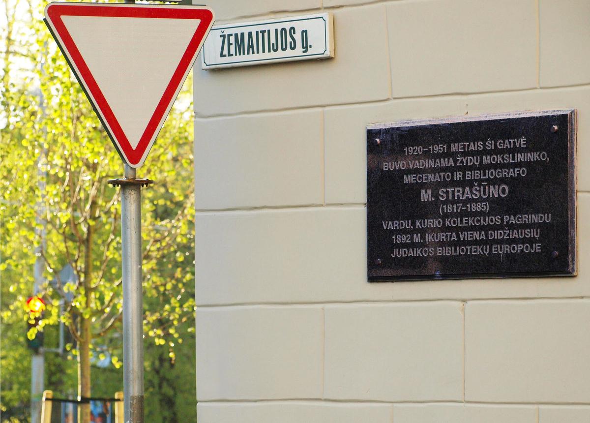 Mato Strašuno atminimo lenta Vilniaus Žemaitijos gatvėje (Miglės Anušauskaitės nuotrauka)