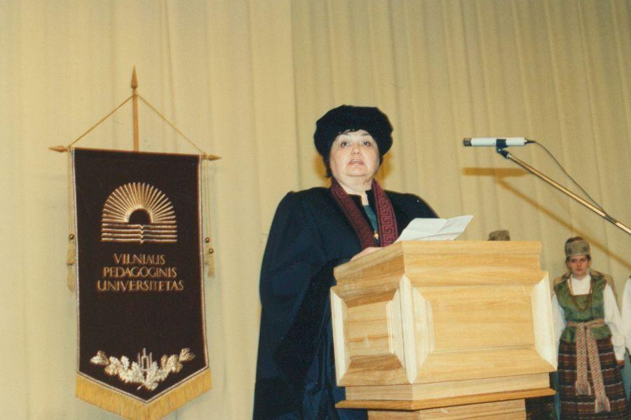 Kalba prof. V. Kelertienė suteikiant jai VPU Garbės daktarės vardą. 1997 m.