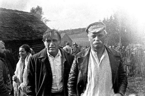 """Aktoriai L. Noreika ir A. Masiulis kino juostos """"Faktas"""" filmavimo metu. 1980 m."""