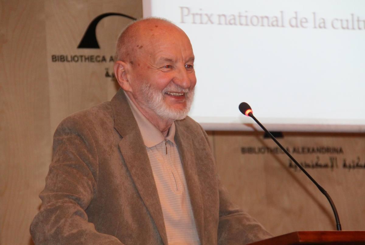 Aleksandrijos bibliotekoje skaito pranešimą  A.J. Greimo atminimui skirtoje konferencijoje