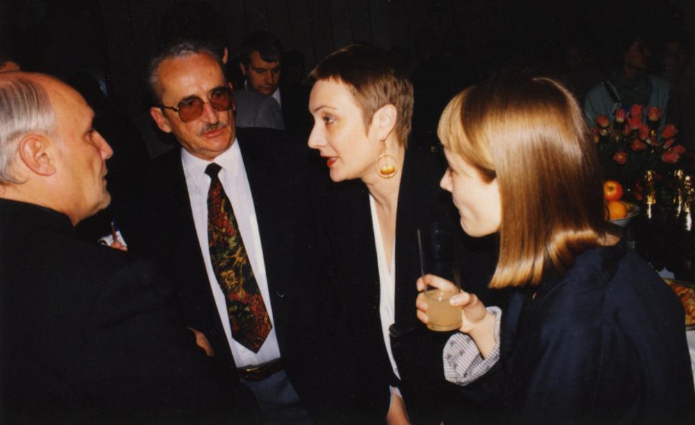 V. Žalakevičius su rusų aktoriumi A. Porochovčikovu, žmona Lika ir dukra Anastasija renginio metu. Apie 1995 m.