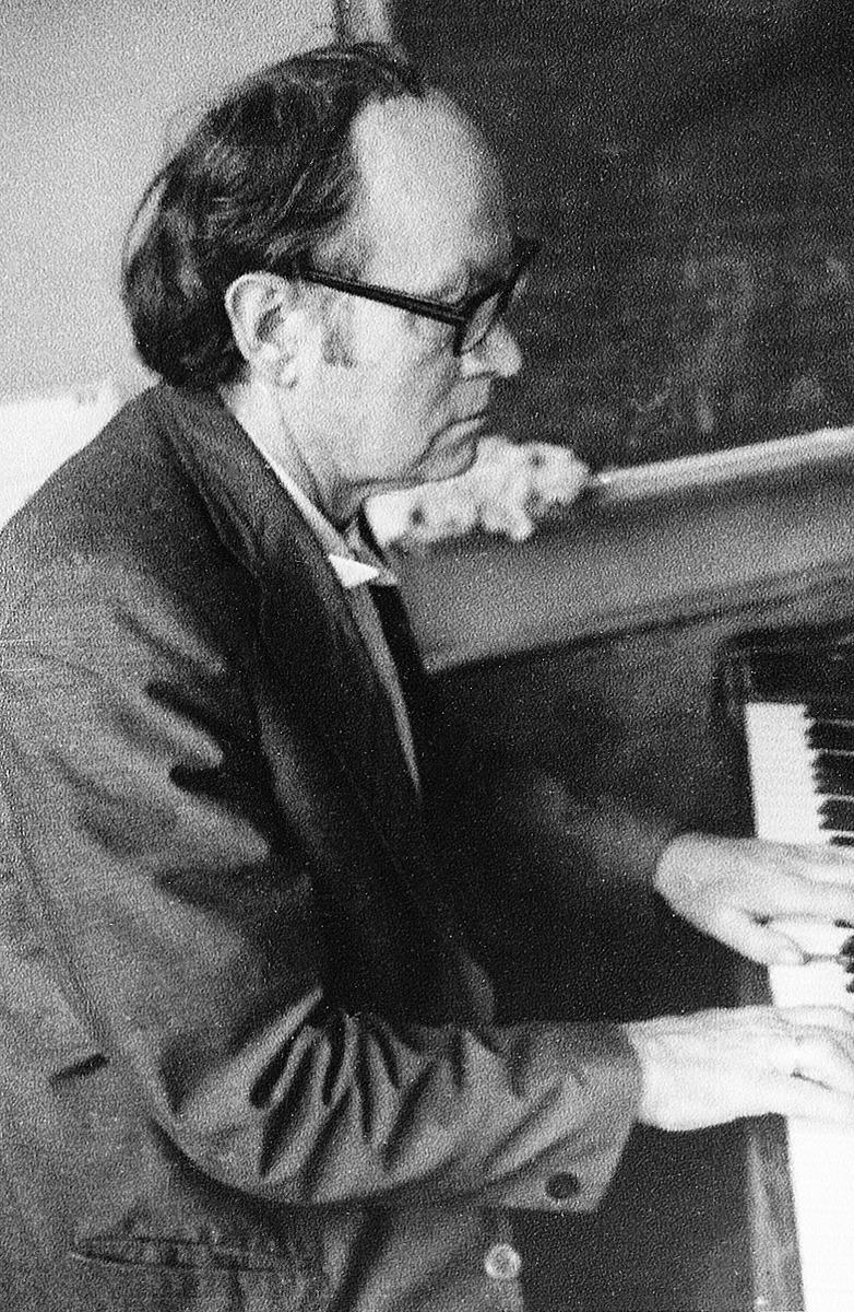 Julius Juzeliūnas klasėje pamokos metu, 1980 m.