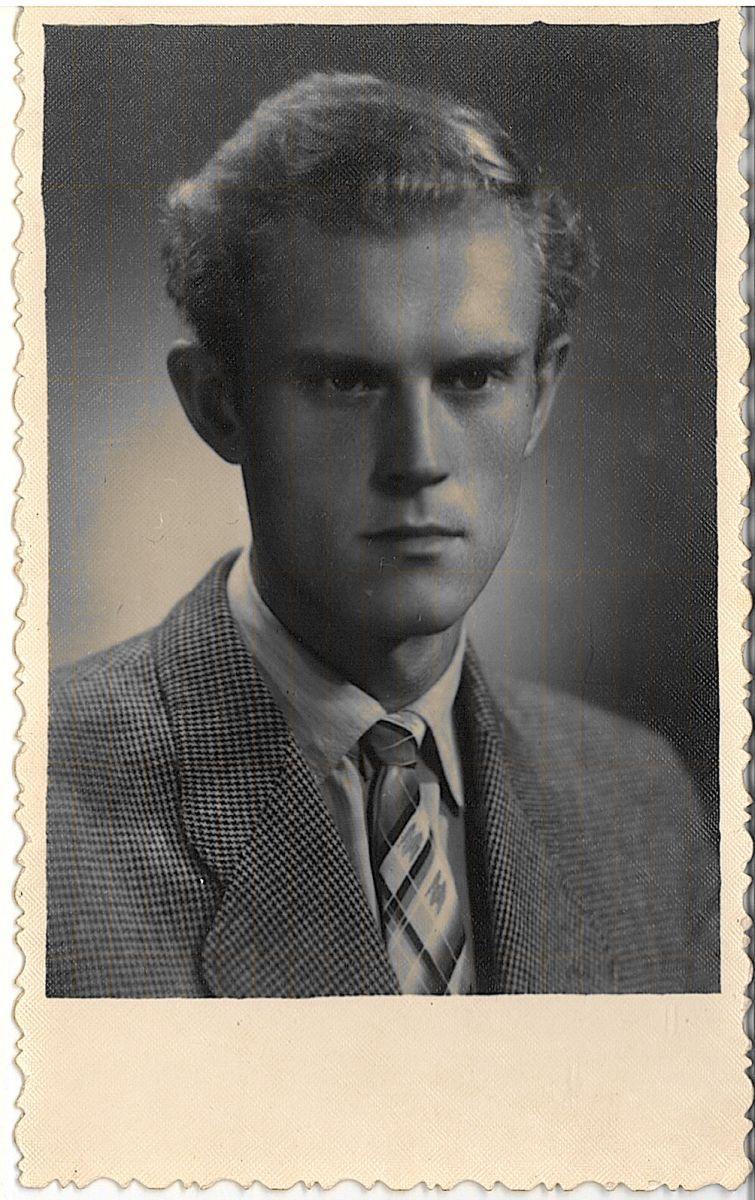 4_1961.jpg
