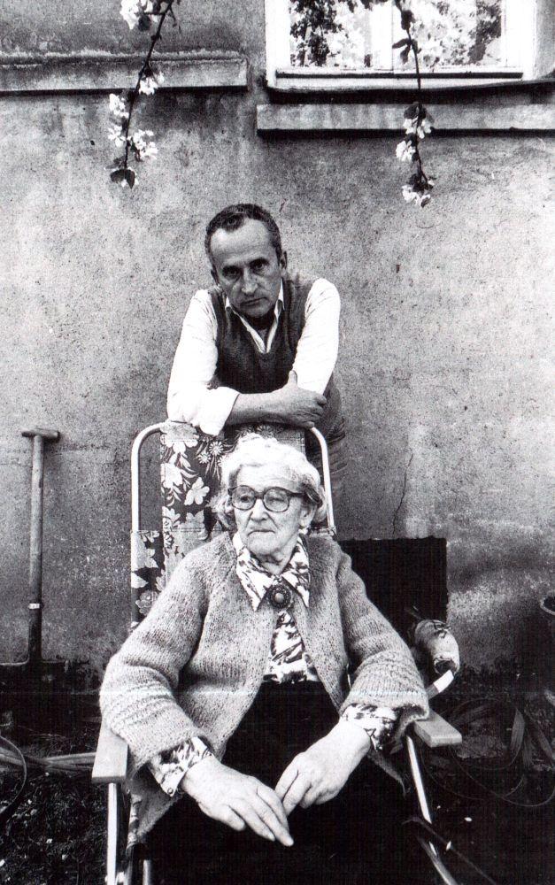 V. Žalakevičius su mama Kaune, Lelijų gatvėje. 1984 m.