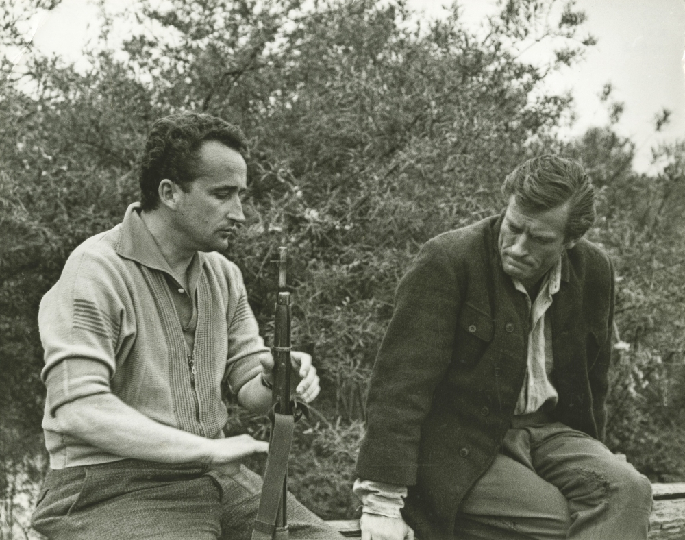 """V. Žalakevičius """"Niekas nenorėjo mirti"""" filmavimo metu. Apie 1965 m."""