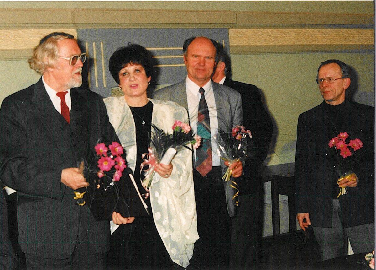 32_1998.jpg