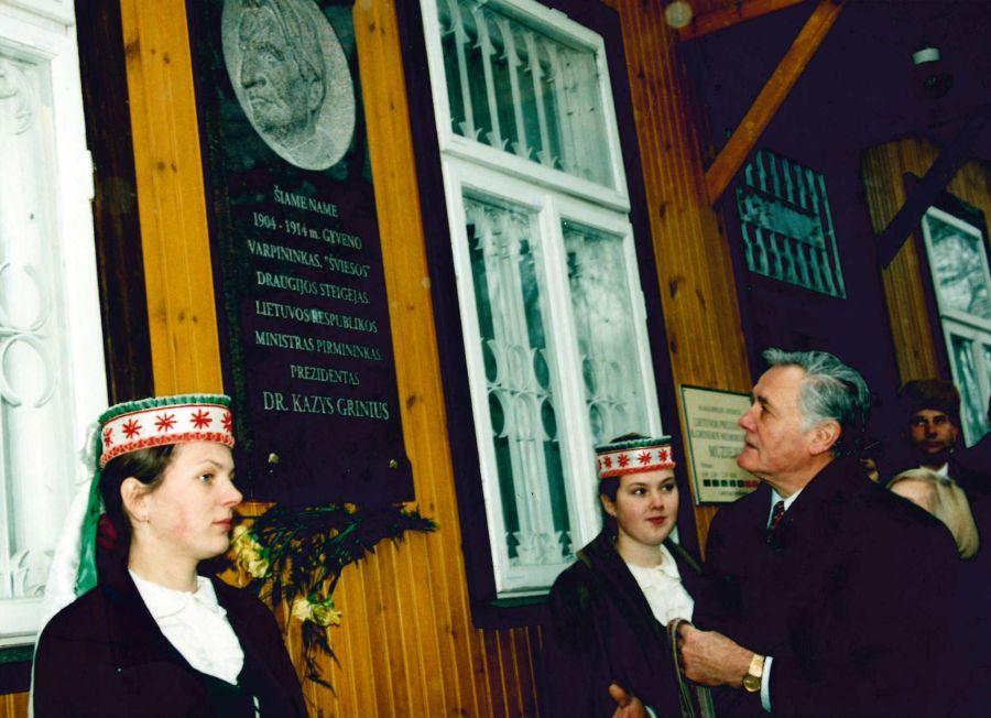 Prezidento V. Adamkaus ir jo žmonos Almos apsilankymas Prezidento K. Griniaus memorialiniame muziejuje Marijampolėje. 1998 m. lapkričio 27 d.