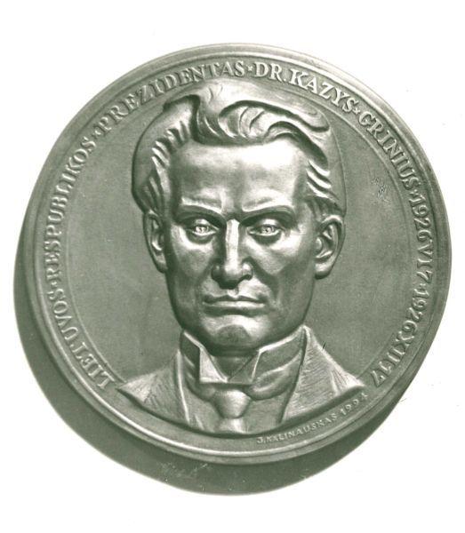 Medalis, skirtas K. Griniui. Skulptorius – Juozas Kalinauskas. 1994 m.