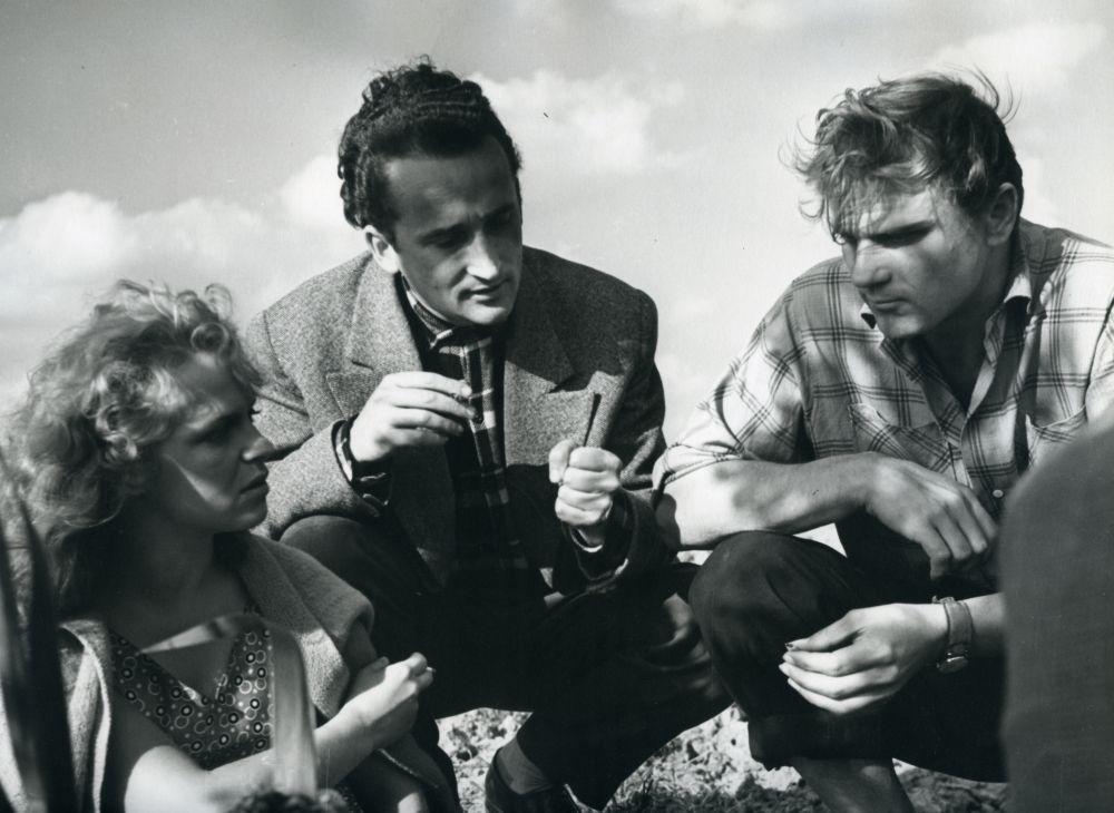 """Filmo """"Svetimi"""" meno vadovas – V. Žalakevičius. Apie 1961 m."""