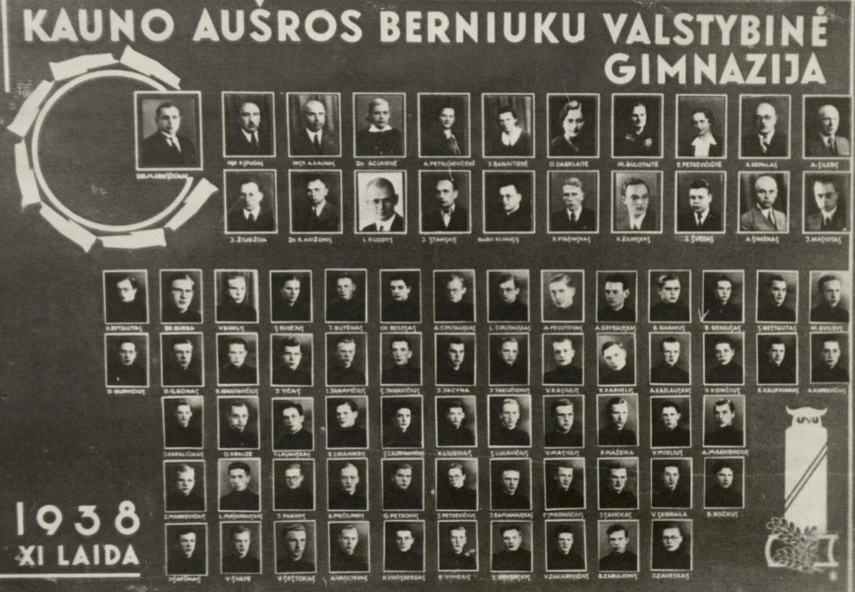 Kauno Aušros berniukų valstybinės gimnazijos XI laida. 1938 m. R. Geniušas - 3 eilėje iš viršaus, trečias iš dešinės.