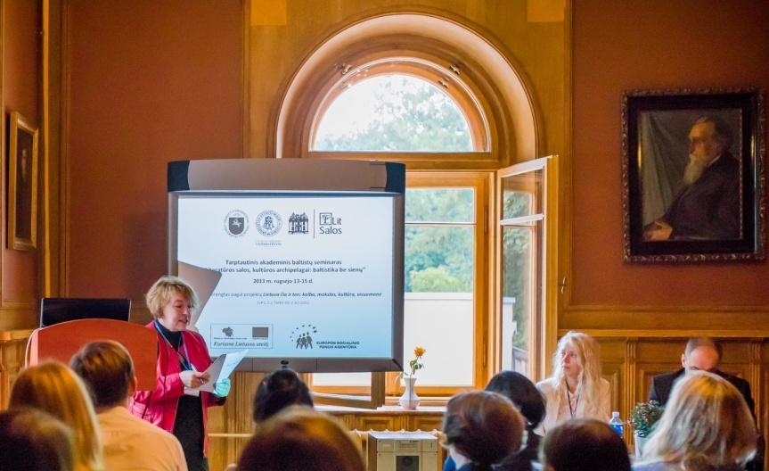 """Tarptautinis baltistikos seminaras """"Literatūros salos, kultūros archipelagai: baltistika be sienų"""". 2013 m."""