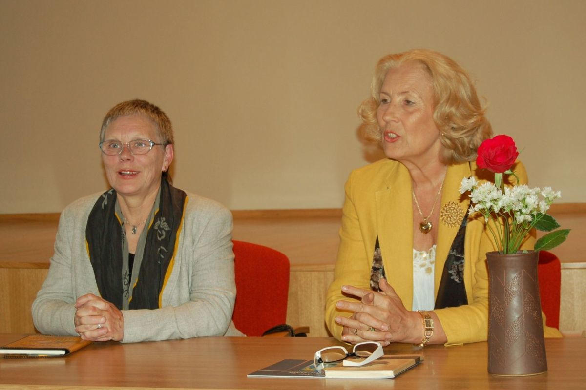 Poezijos pavasaris vaikams Nacionalinėje bibliotekoje. Alma Karosaitė ir Dalia Teišerskytė. 2008 m.