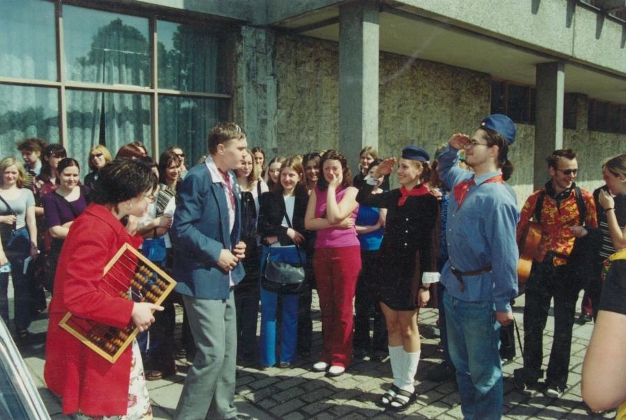 Iškilmingos sutiktuvės. Lituanistų dienos. 2001 m.