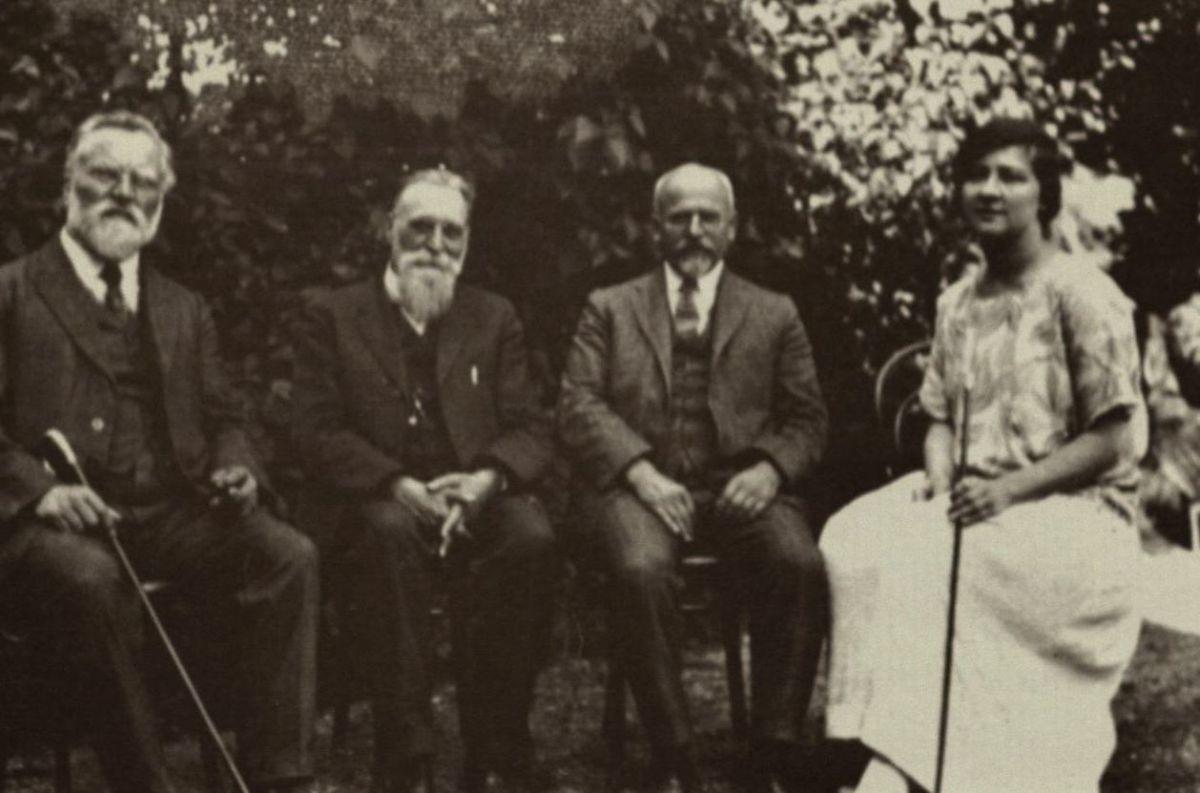 Iš kairės: dr. J. Šliūpas, dr. J. Basanavičius, dr. A. Bacevičius ir dr. A. Šliūpaitė. Palanga. 1924 m.