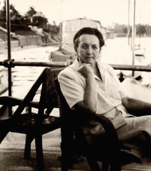kair jachtklubo terasoje apie 1945a.jpg
