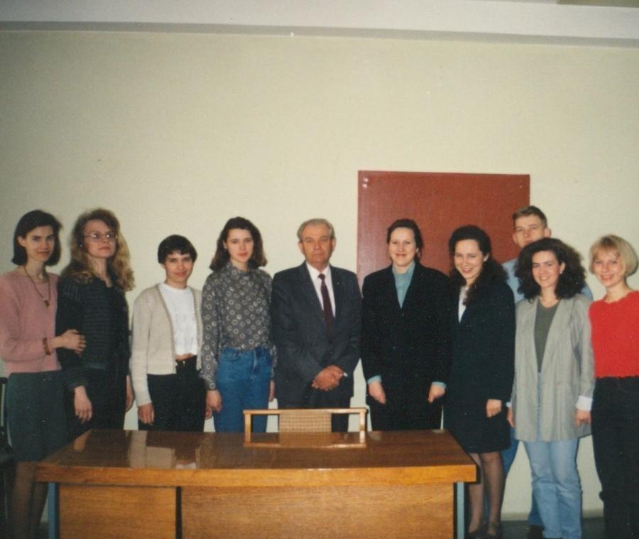 Doc. A. Rasimavičius su savo auklėtiniais. 1996 m.