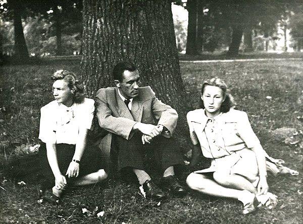 Su vyru Vaclovu ir drauge. 1951. Kaunas