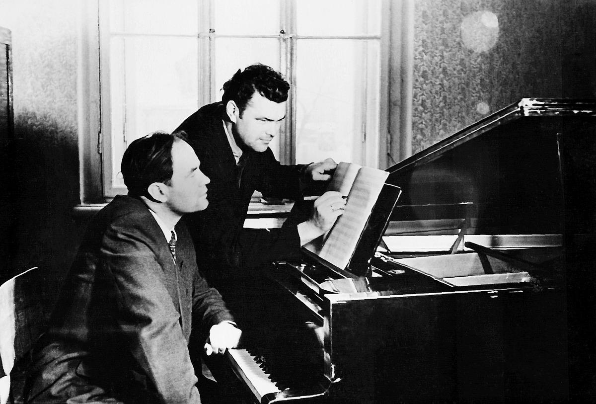 Julius Juzeliūnas ir Eduardas Balsys, 1954 m.