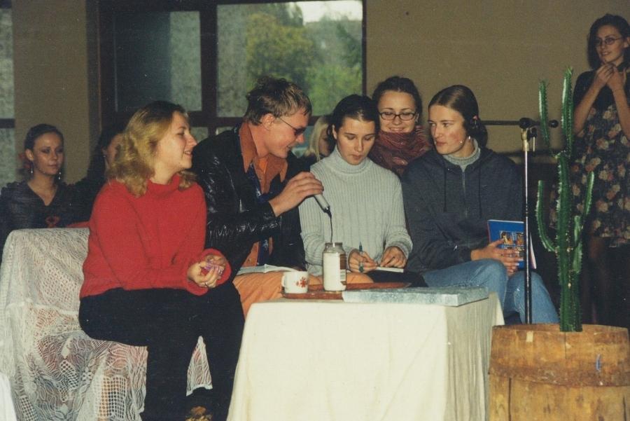 """Laidoje """"Noriu papasakot"""". 2-asis LF SA gimtadienis. 2001 m."""