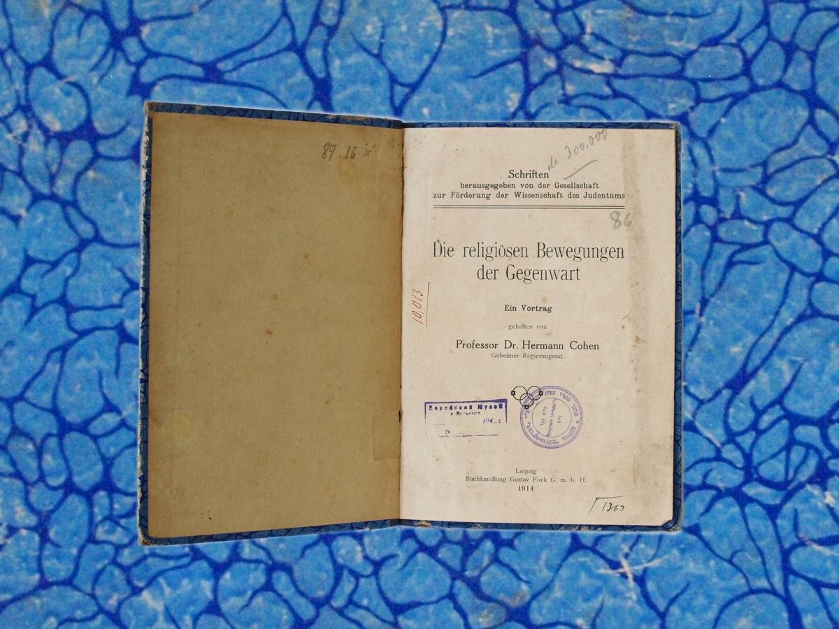 """Hermano Coheno knyga """"Die religiosen Bewegungen dem Gegenvart"""". <br /> Leipcigas, Gustavo Foko knygynas, 1914. <br /> Knyga iš Strašuno bibliotekos po karo buvo saugoma Vilniaus žydų muziejaus fonduose."""