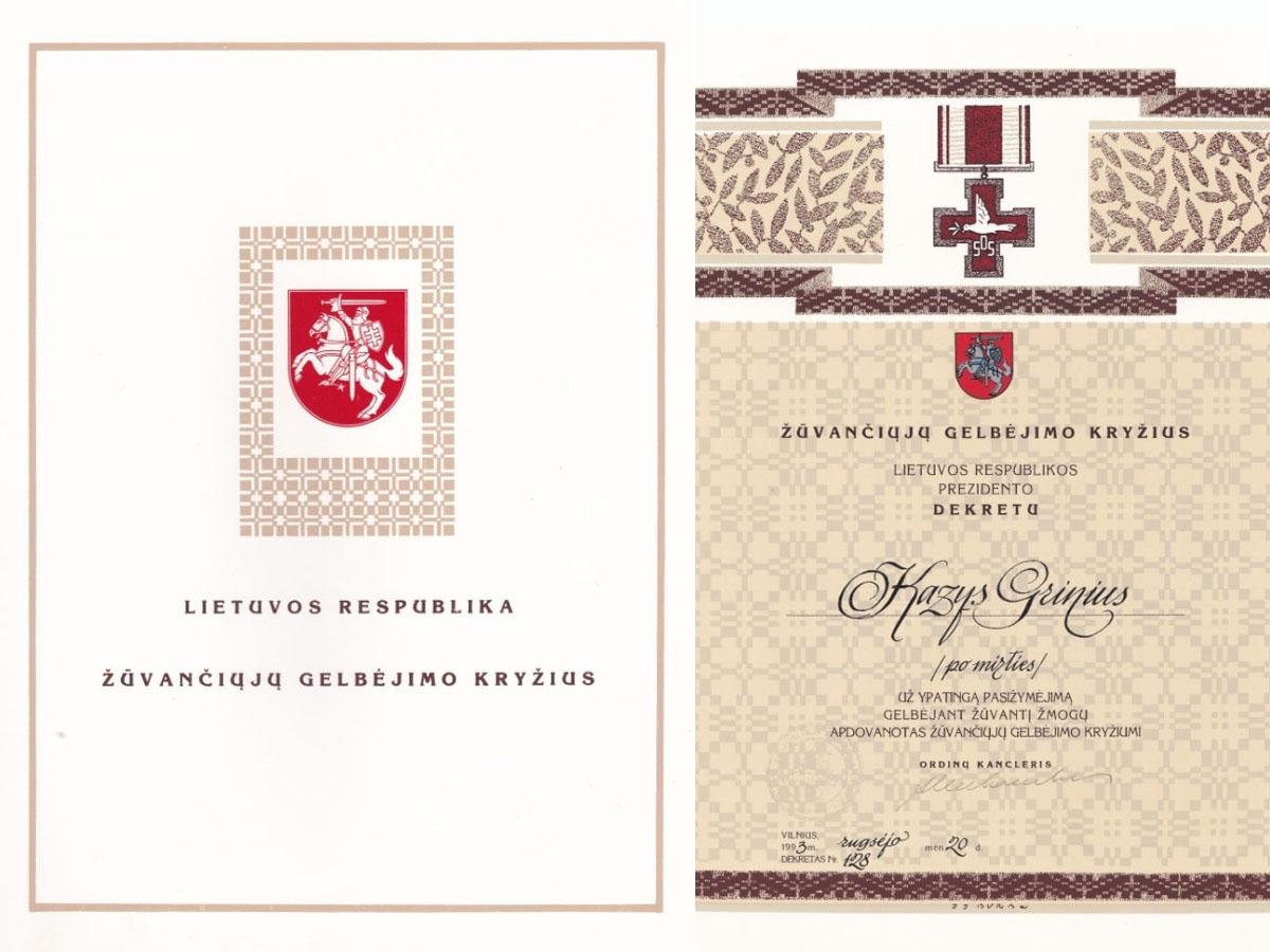 Žūvančiųjų gelbėjimo kryžiaus, įsteigto apdovanoti žmonėms už ypatingą pasižymėjimą gelbėjant žūvantį žmogų, liudijimas, kuriuo Lietuvos Respublikos Prezidento dekretu apdovanotas Kazys Grinius (Po mirties). Vilnius, 1993 m. rugsėjo 20 d.