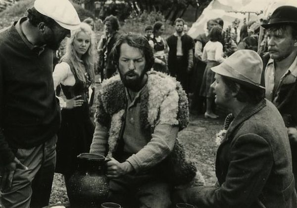 """Darbo momentas. Filmo """"Velnio nuotaka"""" kūrybinė grupė. 1974 m."""